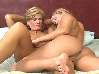 triple cougar dikes seducing 18yo babe