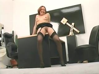 giant sex device fucks stunning mature babe