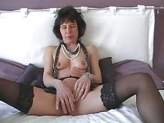 cougar with vibrator does herself