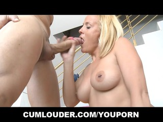 samantha is a sexy older  who wishes sucking to
