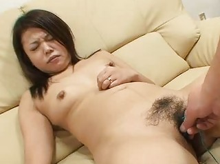japan lady mami isoyama shaggy kitty