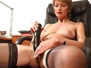 cougar estelle lets you observe her mommy vagina