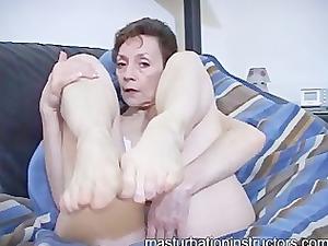 oldie mistress into panties displays her legs for