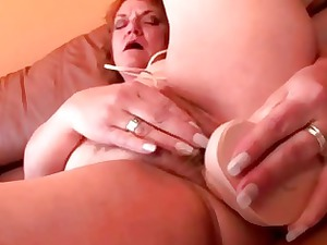 heavy cougar old sex toy banging her cave