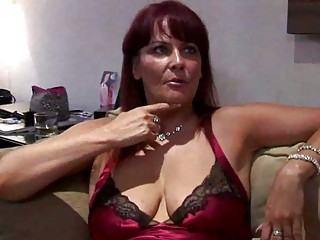 curvy woman escort squirts for punter
