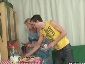 housewife finds her teenager gang-banging giant